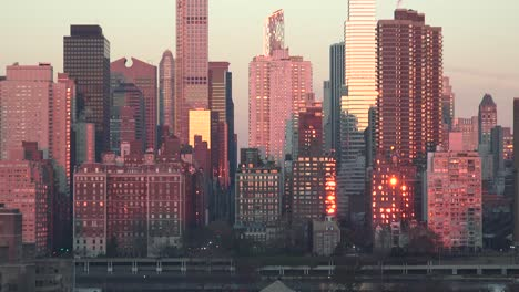 Time-lapse-shot-of-sunrise-reflected-in-buildings-of-Manhattan-New-York