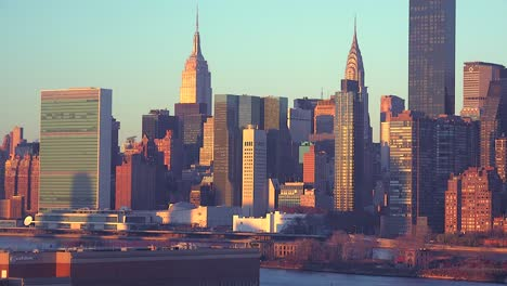 Early-morning-shot-of-the-New-York-City-Manhattan-skyline-with-the-United-Nations-building-in-the-foreground