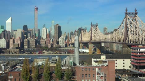 Wide-shot-of-the-Queensboro-Bridge-and-traffic-with-the-New-York-skyline-background-1