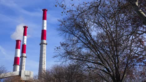 Smokestacks-from-the-Ravenswood-Generating-station-in-Queens-rise-above-a-city-park-1