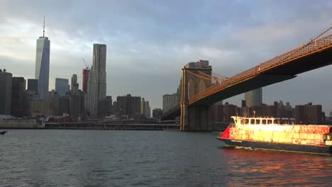 The-lower-Manhattan-region-with-a-water-taxi-passing-1