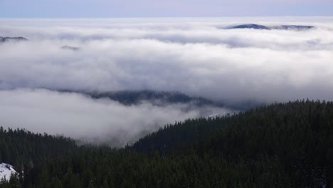 Time-lapse-of-clouds-and-fog-moving-across-the-Oregon-Cascade-Range