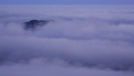Lapso-De-Tiempo-De-Nubes-Y-Niebla-Moviéndose-A-Través-Del-Rango-De-Cascada-De-Oregon-1