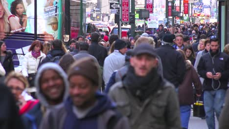 Huge-crowds-of-people-walk-on-the-streets-of-Manhattan-New-York-City