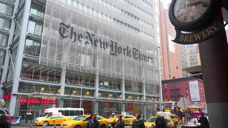 Establishing-shot-of-the-New-York-Times-building-2