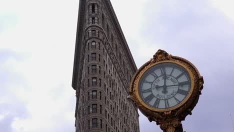 Una-Foto-De-Lapso-De-Lazo-Del-Reloj-Frente-Al-Edificio-Flatiron-En-Manhattan-Ciudad-De-Nueva-York