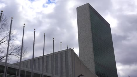 Establishing-time-lapse-shot-of-the-United-Nations-in-New-York-City
