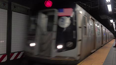 A-New-York-city-subway-arrives-at-a-station