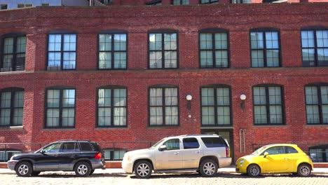 Establishing-shot-of-a-brownstone-brick-office-building-in-Brooklyn-s-dumbo-neighborhood