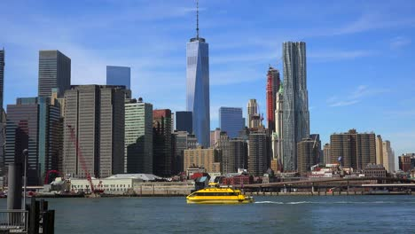 New-York-water-taxi-crossing-the-East-River-from-Manhattan-Financial-District-to-Brooklyn