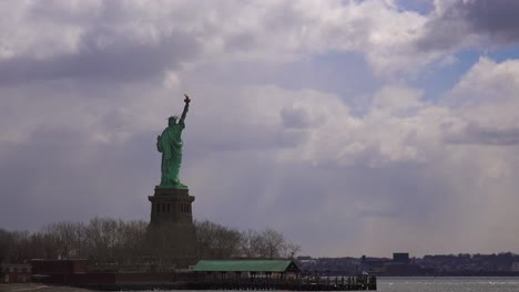Time-lapse-of-clouds-behind-the-Statue-Of-Liberty-in-new-York-harbor