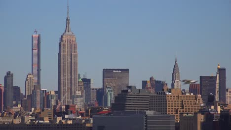 Midtown-Manhattan-in-New-York-featuring-the-Empire-State-Building