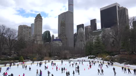 Ice-skaters-in-Central-Park-New-York-City