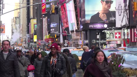 Crowded-streets-in-Times-Square-New-York-City