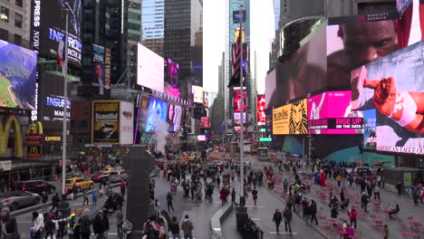 Crowded-streets-in-Times-Square-New-York-City-1