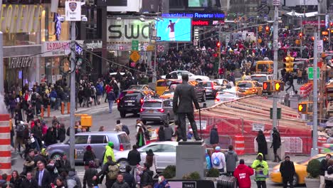 Crowds-of-cars-and-pedestrians-in-Times-Square-New-York-City
