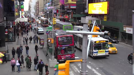 Crowds-of-cars-busses-and-pedestrians-in-Times-Square-New-York-City