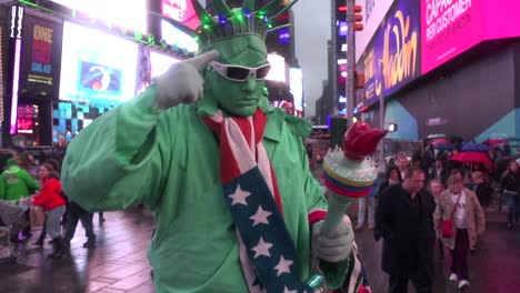 A-Statue-of-Liberty-character-greets-visitors-in-Times-Square-New-York