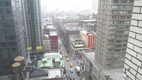 Alto-ángulo-Sobre-Manhattan-Nueva-York-Con-Fuertes-Lluvias-Cayendo