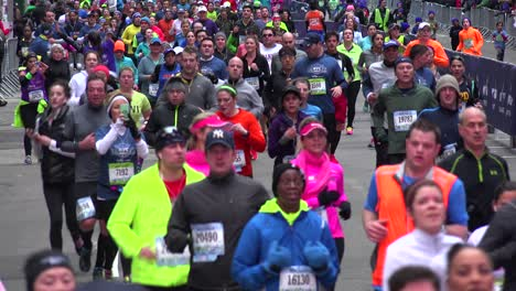 A-very-good-shot-of-the-New-York-City-Marathon-and-runners-moving-down-Manhattan-streets-2