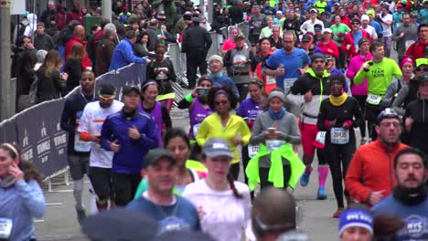 Panning-shot-of-the-New-York-City-Marathon-and-runners-moving-down-Manhattan-streets