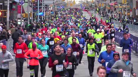 The-New-York-City-Marathon-and-runners-jogging-down-Manhattan-streets