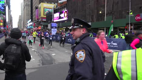New-York-City-police-monitor-conditions-at-the-New-York-Marathon-1