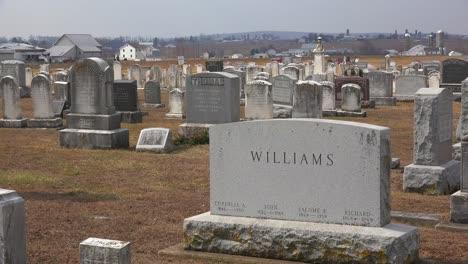 Una-Toma-De-Establecimiento-De-Un-Cementerio-Amish-En-Pensilvania