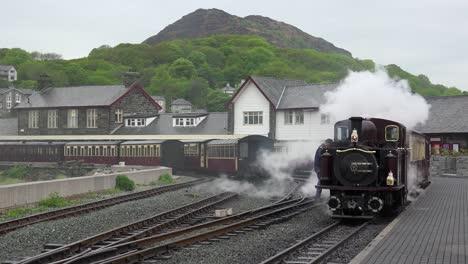 The-Ffestiniog-Railway-steam-train-departs-from-the-Porthmadog-train-station-in-Wales