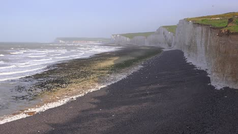 The-White-Cliffs-of-Dover-near-Beachy-Head-in-Southern-England-2
