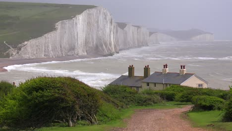 Beautiful-houses-along-the-shore-of-the-White-Cliffs-of-Dover-at-Beachy-Head-England