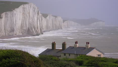Beautiful-houses-along-the-shore-of-the-White-Cliffs-of-Dover-at-Beachy-Head-England-2