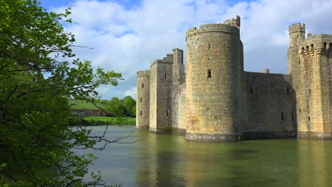 The-beautiful-Bodiam-castle-in-England-with-large-moat-1