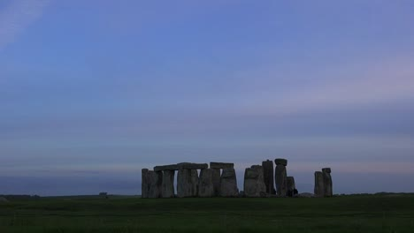 Stonehenge-in-the-distance-on-the-plains-of-England-1