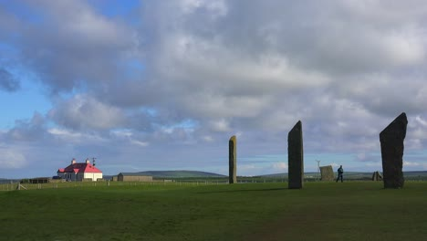 The-sacred-Brodgar-circular-Celtic-stones-on-the-Islands-of-Orkney-in-Northern-Scotland-with-farm-background