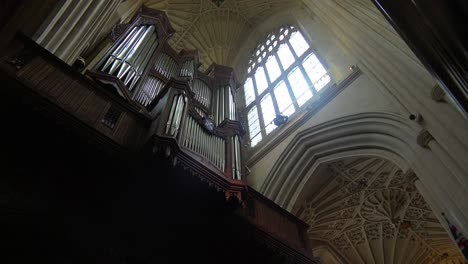 Interior-De-Una-Antigua-Iglesia-Inglesa-Con-Un-Gran-órgano-De-Tubos