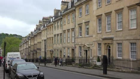 Una-Hermosa-Calle-Vieja-En-Londres-O-Bath-Inglaterra-1