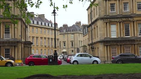 Una-Hermosa-Calle-Vieja-En-Londres-O-Bath-Inglaterra-2