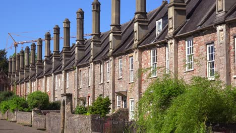 Beautiful-old-English-row-houses-line-the-streets-of-Wells-England-1