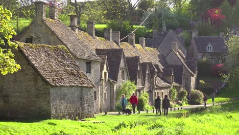 Tourists-walk-through-the-beautiful-and-well-preserved-old-English-town-of-Bilbury