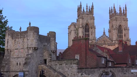 Hermosas-Agujas-De-La-Catedral-De-York-Inglaterra