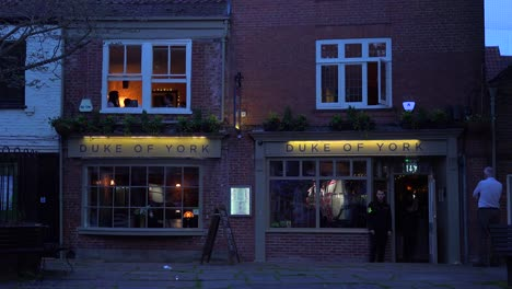 Un-Bar-O-Pub-En-La-Ciudad-De-York-Inglaterra-Por-La-Noche-
