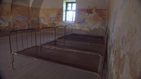 Innenraum-Des-Rostenden-Krankenhauses-Im-Nazi-Konzentrationslager-Theresienstadt-In-Tschechien