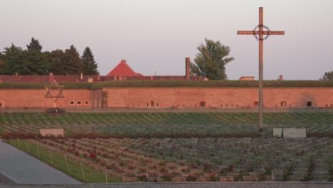 Christliche-Und-Jüdische-Friedhofsgedenkstätte-Im-NS-Konzentrationslager-Theresienstadt-In-Tschechien