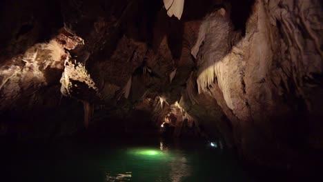 La-Cueva-Punkva-En-La-República-Checa-Es-Una-Maravilla-De-La-Región-1