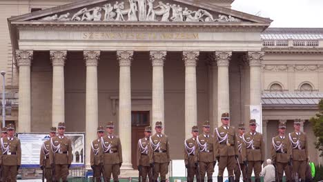 Hungarian-troops-stand-at-attention-in-Heroes-Square-Budapest-Hungary-2