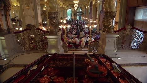 Establecimiento-De-Tiro-Interior-De-Un-Elegante-Hotel-En-Budapest-Hungría-1