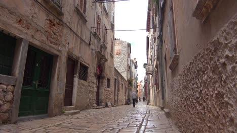 The-narrow-alleys-of-Rovinj-in-Croatia-create-a-sense-of-mystery