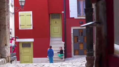 Children-play-in-the-narrow-alleys-of-Rovinj-in-Croatia