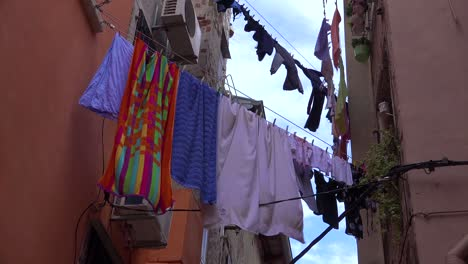 Clothing-hangs-out-to-dry-in-the-narrow-alleys-of-Rovinj-in-Croatia